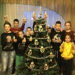 Активисты Клуба активных родителей вручили детям из детских домов и интернатов сладкие подарки к Новому году